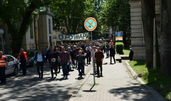 Oružari sutra protestuju kod Krsta, Maji Gojković potpisi protiv privatizacije