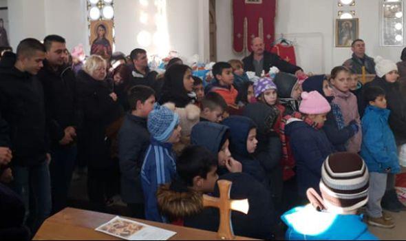 Deci iz Jovanovca darivano 60 paketića (FOTO)