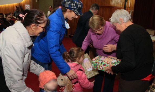 Škoti darivali kragujevačke mališane paketićima