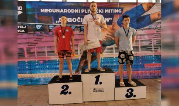 """Plivačima """"Radničkog 1969"""" osam medalja u Leskovcu, Ratkov najsjajniji (FOTO)"""