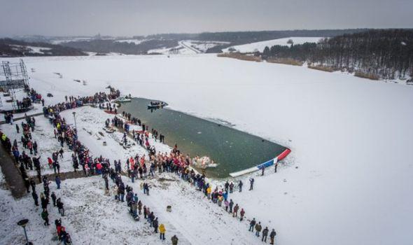 Bogojavljensko plivanje za Krst Časni: 33 plivača, 33 metara u ledenoj vodi jezera u Šumaricama