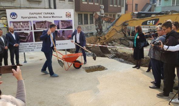 Počela izgradnja EKOLOŠKE PARKING GARAŽE u Kragujevcu – Nikolić: U planu još tri (FOTO)