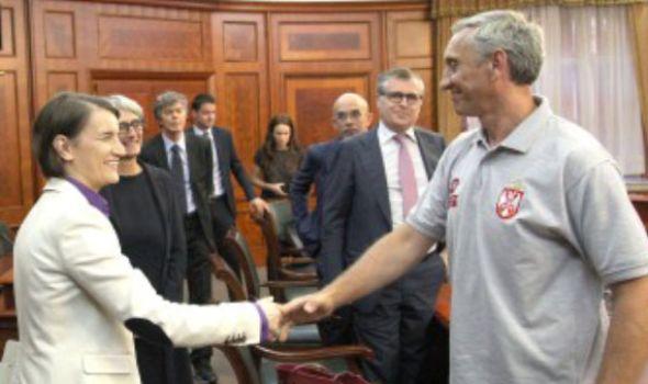 """""""Fiat"""" ostaje u Srbiji: Rukovodstvo i sindikalci potpisali sporazum"""