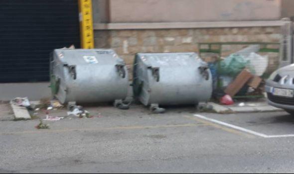 """Vandali prevrnuli kontejnere i lomili """"banderuše"""" po Glavnoj (FOTO)"""