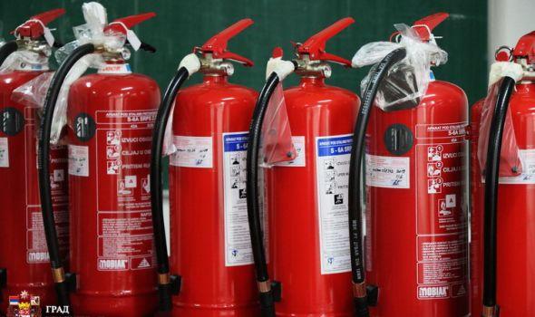 Priprema za vrele dane: Novi protivpožarni aparati, straža, provera bezbednosti seoskih domaćinstava