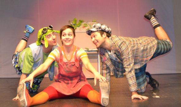 """Predstava """"Put po svetu na trotinetu"""" u Pozorištu za decu (VIDEO)"""