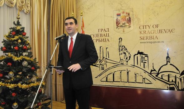 """Nikolić tvrdi: """"Postignuta finansijska stabilnost, ali to ne mogu da vide svi građani"""""""
