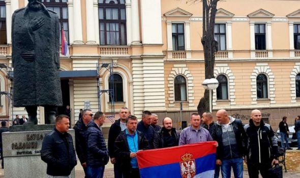 DRAMA ispred suda: Policajci prete MASOVNIM SAMOSPALJIVANJEM!