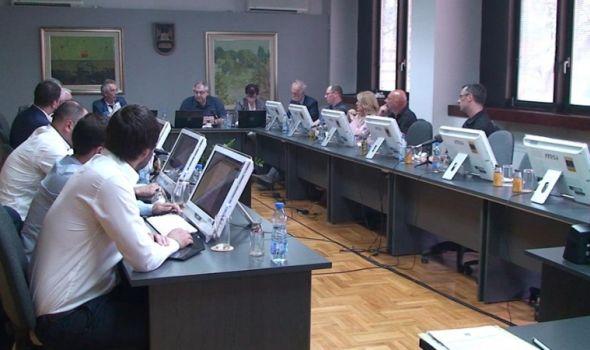 """Savet univerziteta sutra """"prima k znanju"""" Šarčevićevo razrešenje rektora"""