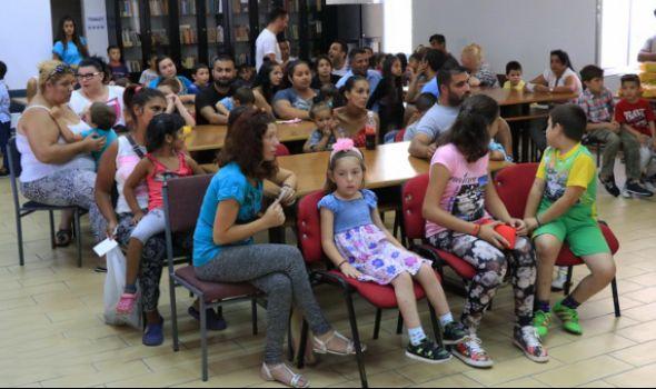 """""""Romanipen"""" i grad obradovali 80 romskih mališana školskim priborom"""