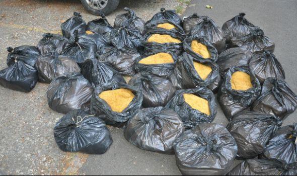 Šapčaninu u automobilu pronađeno 180 kilograma rezanog duvana na parkingu kragujevačkog marketa (FOTO)