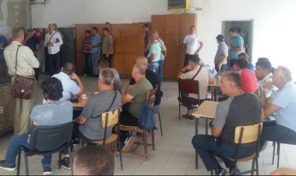 """Radnici """"Vodovoda"""" i dalje štrajkuju, čekaju sastanak sa gradonačelnikom"""