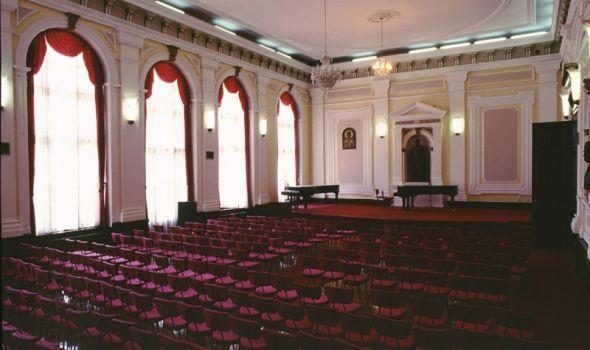 Veče ruskih pesama i arija u Prvoj gimnaziji