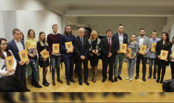 Univerzitet u Kragujevcu: Milošu Kojiću i Maji Anđelković Svetosavske nagrade, 13 studenata dobilo stipendije