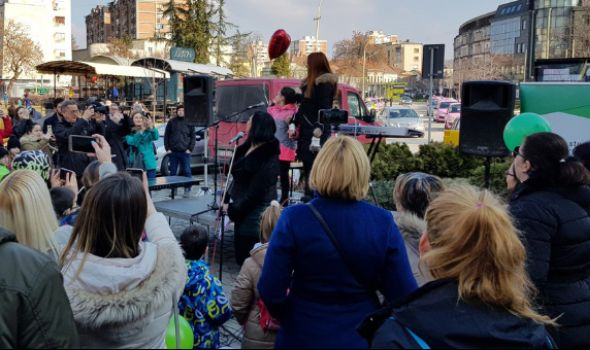 I JA SE BORIM: Teodora pustila balon podrške deci oboleloj od raka (FOTO)