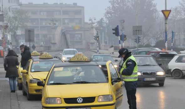 Iz saobraćaja isključeno 39 taksi vozila