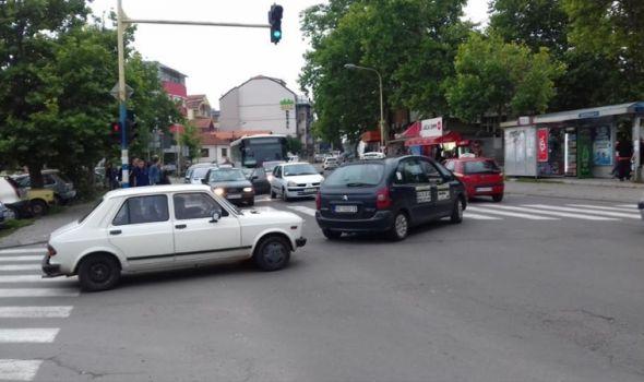 Taksista izazvao BES U SAOBRAĆAJU, a u stvari je samo činio jedno DOBRO DELO (Foto)