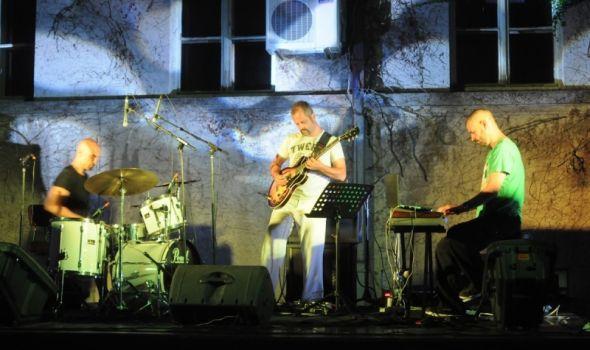 Trio Sveti na Letnjoj sceni SKC-a
