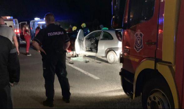 TEŠKA SAOBRAĆAJKA kod Knića, jedna osoba poginula, dve povređene (FOTO)