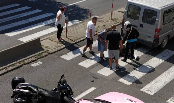 U sudaru motora i kombija povređene dve osobe (FOTO)