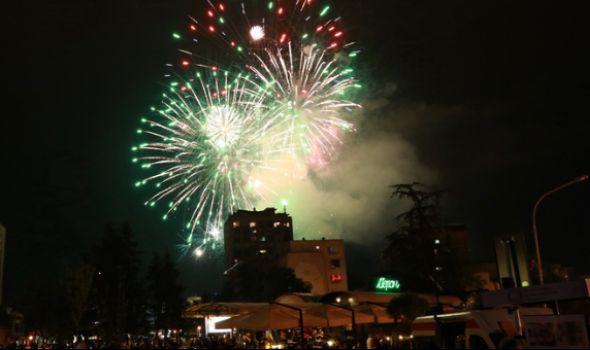 Riblja čorba i vatromet za doček Nove godine u Kragujevcu, za reprizu Sara Jo i Dejan Petrović i Big bend