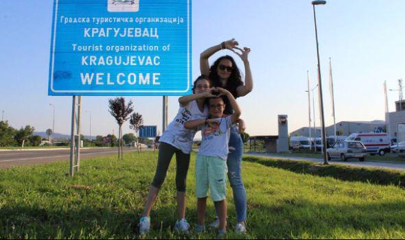 Vranješevići se vratili u Kragujevac: Teodora pobedila opaku bolest! (FOTO)