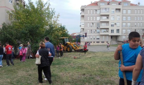 """Kao nekada: Radnom akcijom uređeno dvorište škole """"Vukašin Marković"""""""