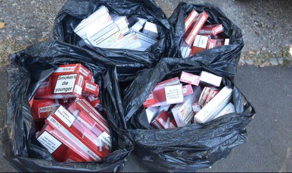 Zaplenjeno 2.120 paklica cigareta skrivenih u automobilu