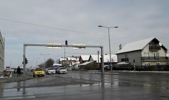 Glavni putevi očišćeni, saobraćaj se odvija bez problema
