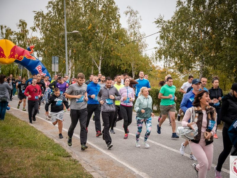 """Oktobarska trka sećanja: Prikupljena 31.000 dinara za decu iz """"Kneginje Ljubice"""" (FOTO)"""