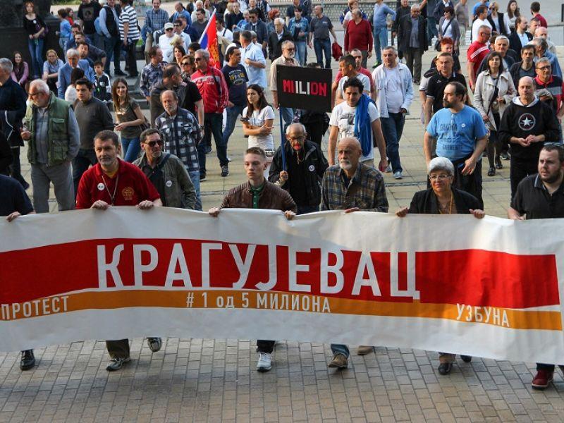 "TANKO ZA JUBILEJ: Stotinak Kragujevčana ""od 5 miliona"", gašenje protesta visi u vazduhu"
