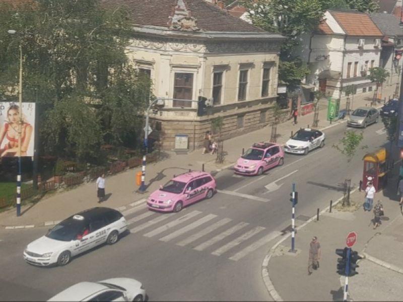 Protestna vožnja protiv LINIJSKIH TAKSISTA, najava radikalizacije, možda i blokade grada (FOTO)