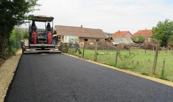 """Šumadija"" asfaltirala pet ulica u Petrovcu"