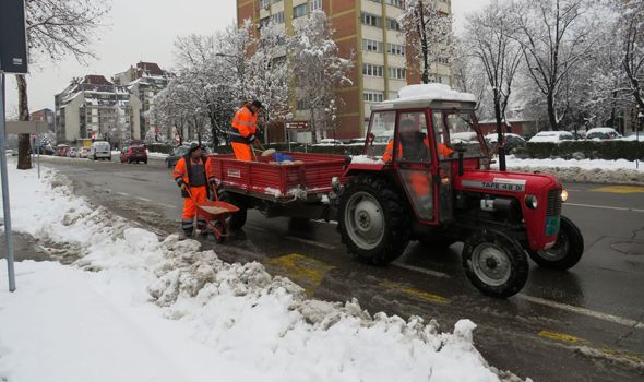 Zimska služba: Preventivno posipamo mostove, spremni smo za nove padavine