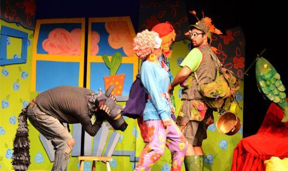 """Predstava """"Crvenkapa i zbunjeni vuk"""" u Pozorištu za decu"""