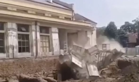 Pogledajte trenutak urušavanja dela zgrade Gradske tržnice (VIDEO)