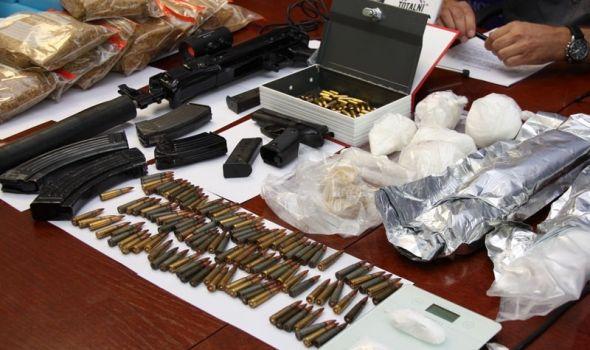 U kući držao drogu i oružje