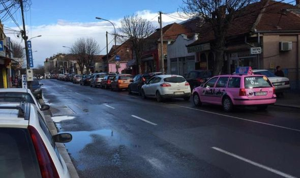 Bolje ne idite Malom Vagom: Ogromne kolone vozila zbog sanacije kišnog kolektora (FOTO)