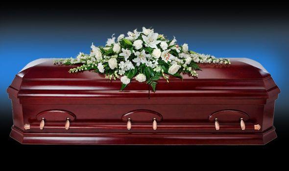 Za nagog pokojnika bez igde ikog grobari kupili odelo
