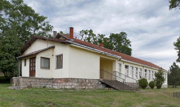 Cerovac – sela sa ovim imenom postoje po Srbiji, RS i Hrvatskoj
