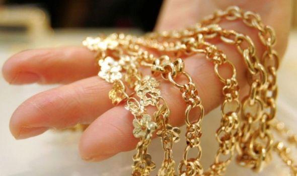 Ušle kod starice da se ugreju, gatale u zlato, pa ga ukrale!