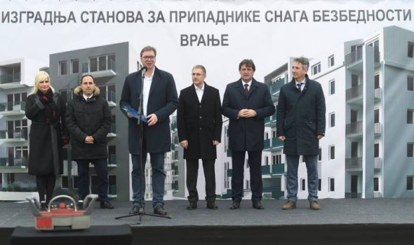 Vučić: Uskoro početak izgradnje jeftinih stanova u Kragujevcu