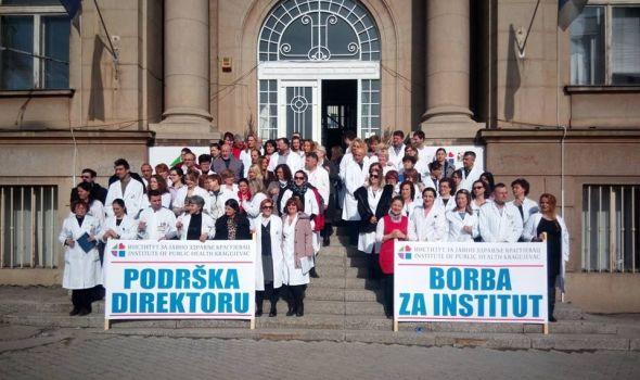 Zaposleni u Institutu za javno zdravlje ne odustaju: Podrška Vasiljeviću i sa stepeništa