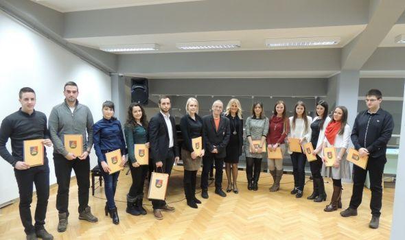 Svetosavska akademija kragujevačkog Univerziteta: Profesorima nagrade, studentima stipendije (FOTO)