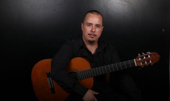 Koncert gitariste Aleksandra Stojića na Letnjoj sceni kragujevačkog Univerziteta