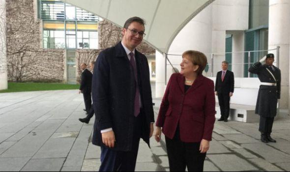 Vučić hoće Merkelovu da dovede u Šumarice