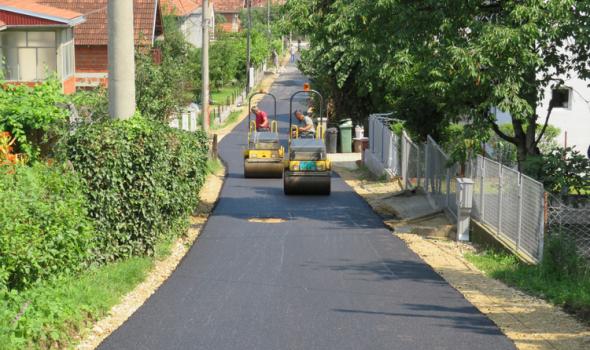 Nastavljeno asfaltiranje ulica u Bresnici, najavljeno koje ulice su sledeće na redu