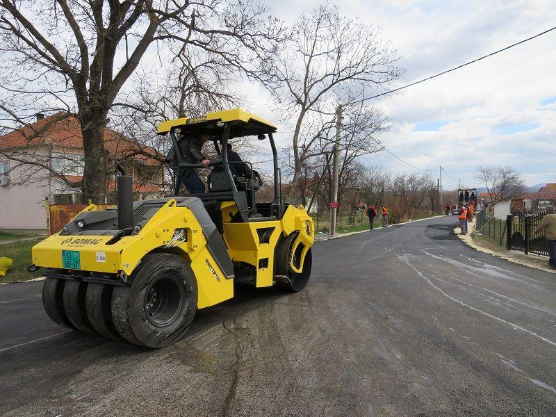Asfaltiranje ulica u Petrovcu, linija gradskog prevoza broj 18 produžena (FOTO)