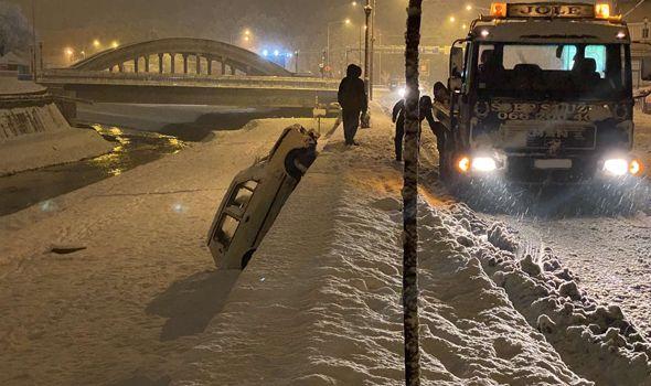 Autom sleteo u korito reke Lepenice