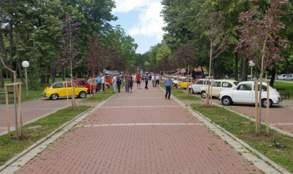 "Humanitarni susret ""oldtimer"" vozila za pomoć deci iz Centra ""Kneginja Ljubica"""